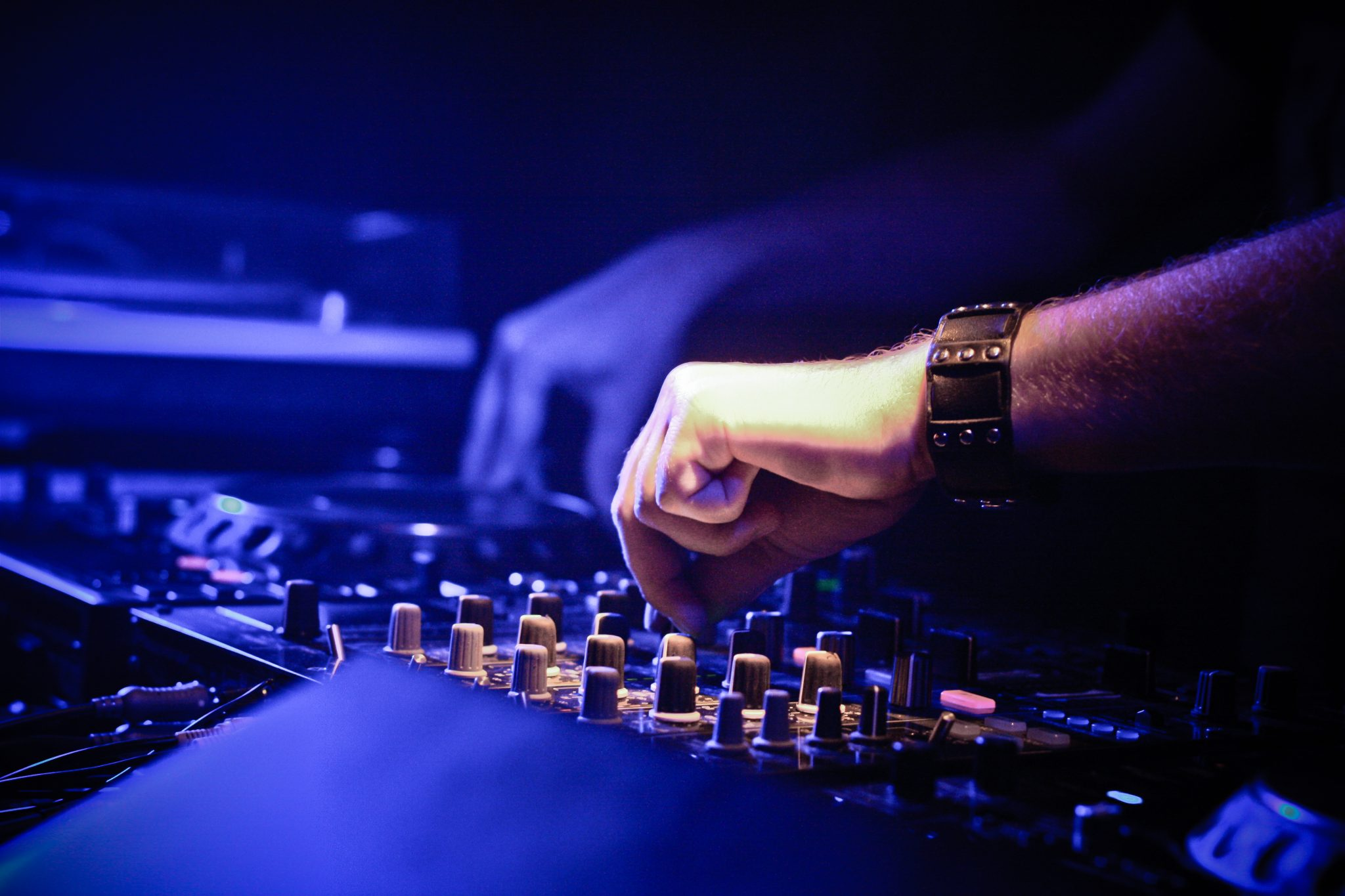importance of beat matching for djs 30092016  how does one learn to become a good dj  or if you're really having troubling matching the beat of a  what are the best ways for a complete novice.