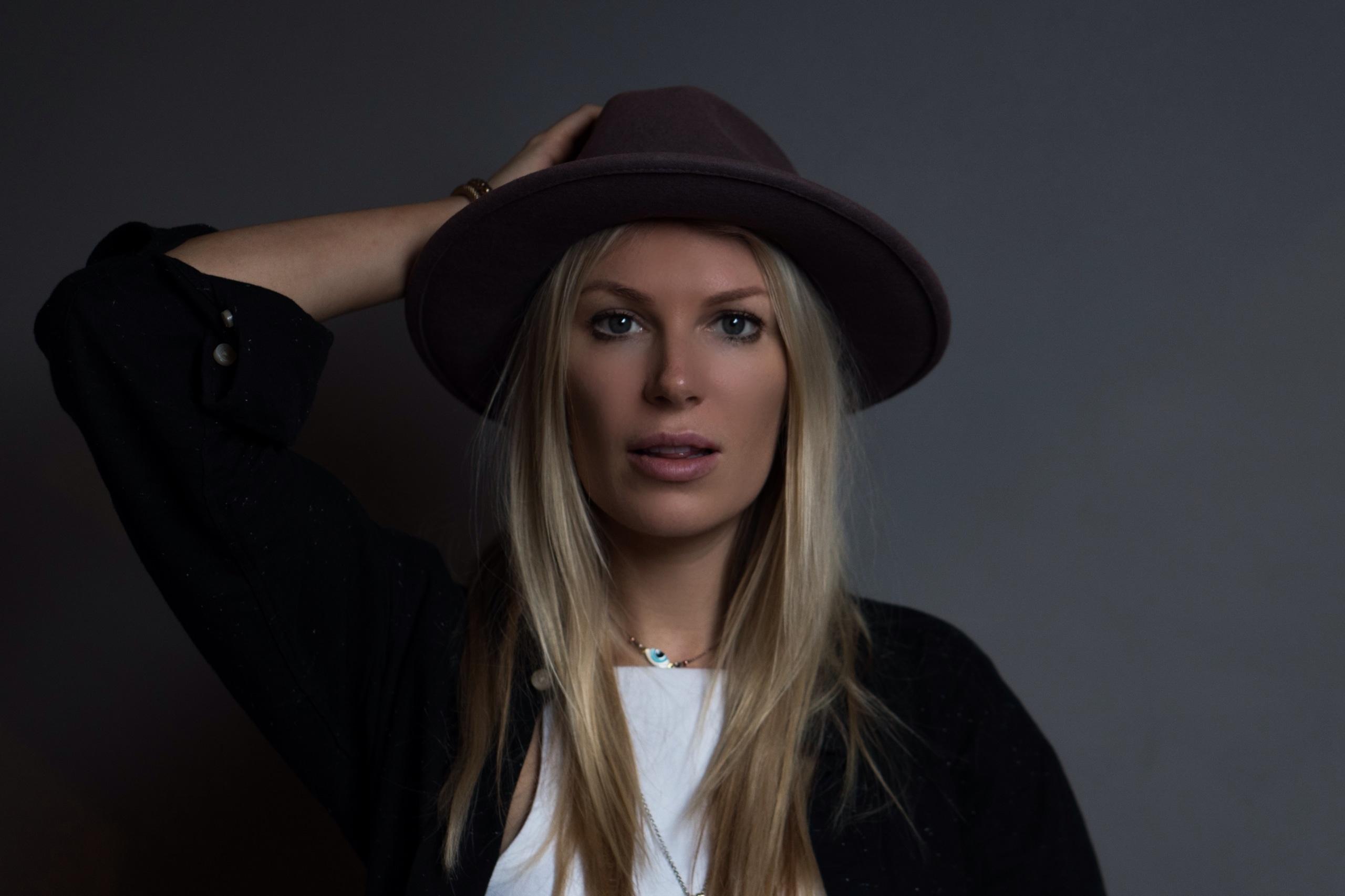 Premiere: Malin Linnéa Contributes Track for AMITAHBA