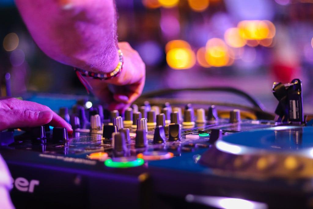 Apple Music monetize mix